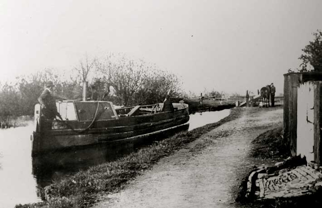 Mon and Brec horse drawn boat