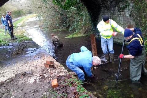 Retrieving fallen bridge stone